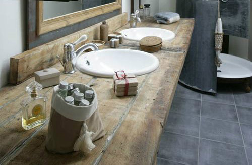 rustic-bathroom-reclaimed-wood